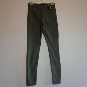 NWT super skinny high waist jean Buy3items this$8